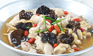 Steamed Chicken with Dried Lily Buds and black fungus